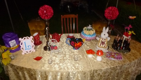 Alice in Wonderland party table 3