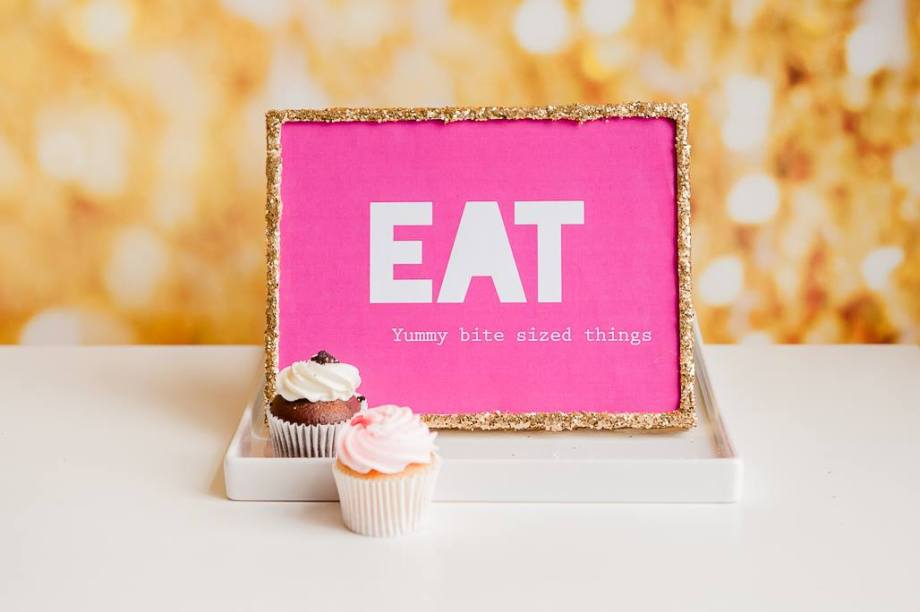 Cupcakes gold pink glitter party