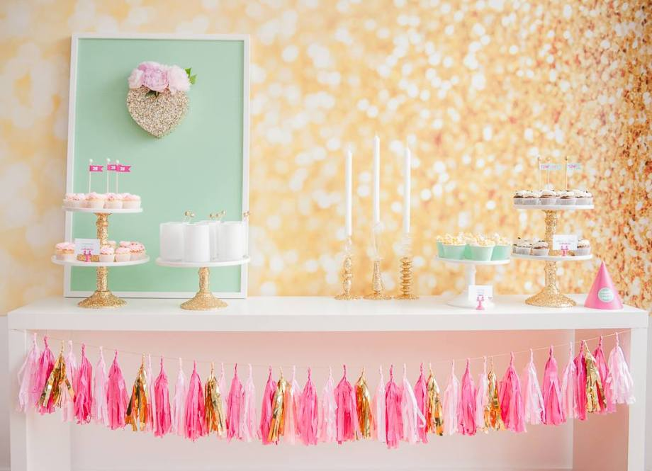 Party table gold pink glitter