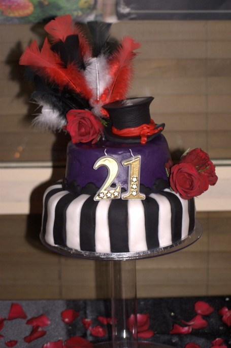 Tim burton mad hatters black white cake 2