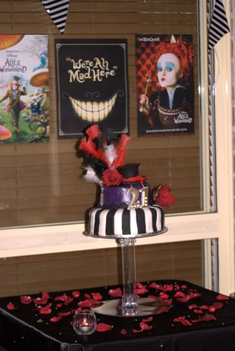 Tim burton mad hatters black white cake 3