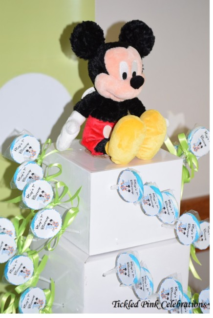 baby-mickey-mouse-1st-birthday-party-table-lollipops