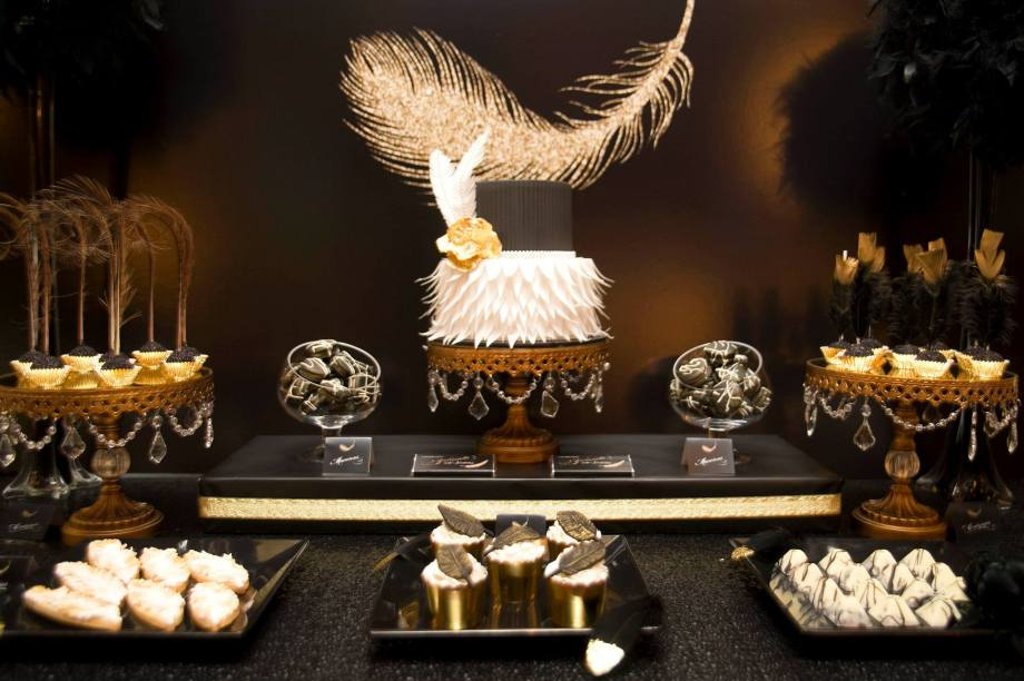 feather-themed-gold-black-40th-birthday-party12