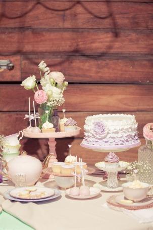 vintage-dessert-buffet