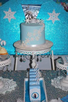 Frozen Party table cake