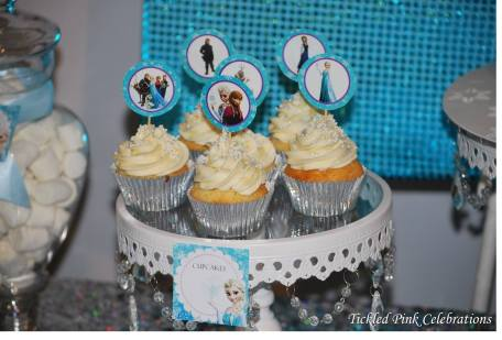 Frozen Party table cupcakes