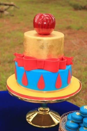 Snow White Party Cake