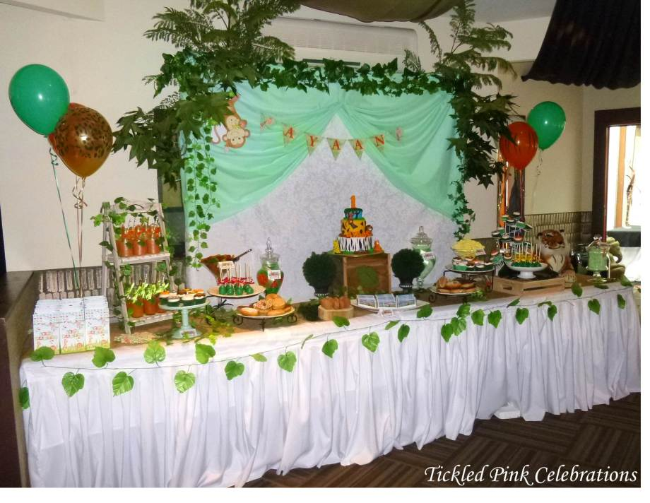 Jungle Safari Party table lolly buffet.jpg