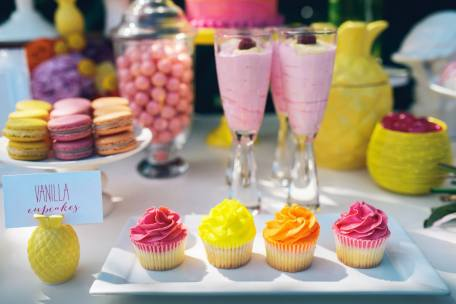 Pink Flamingo Party-cupcakes and smoothies